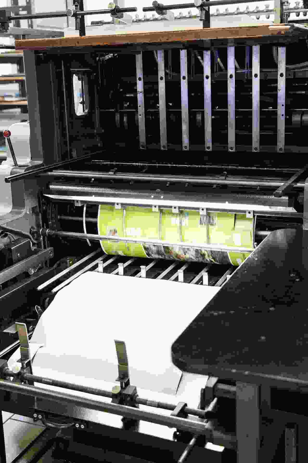 Op maat snijden van het drukwerk